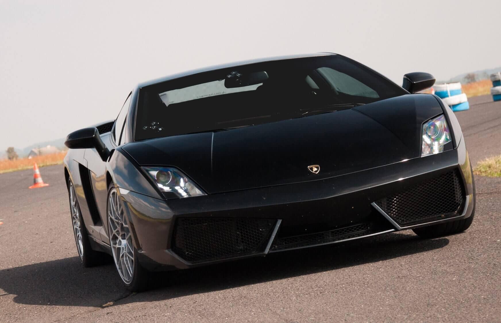 Ferrari i Lamborghini na torze wyścigowym - okolice Poznania