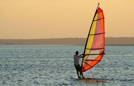 Naucz się pływać na desce windsurfingowej