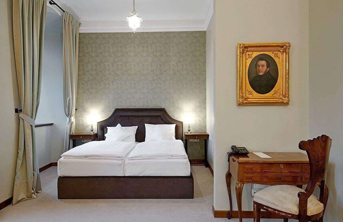 Stylowy pokój dla dwojga w Zamku Karpniki