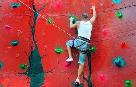 Nauka wspinania na ściance wspinaczkowej