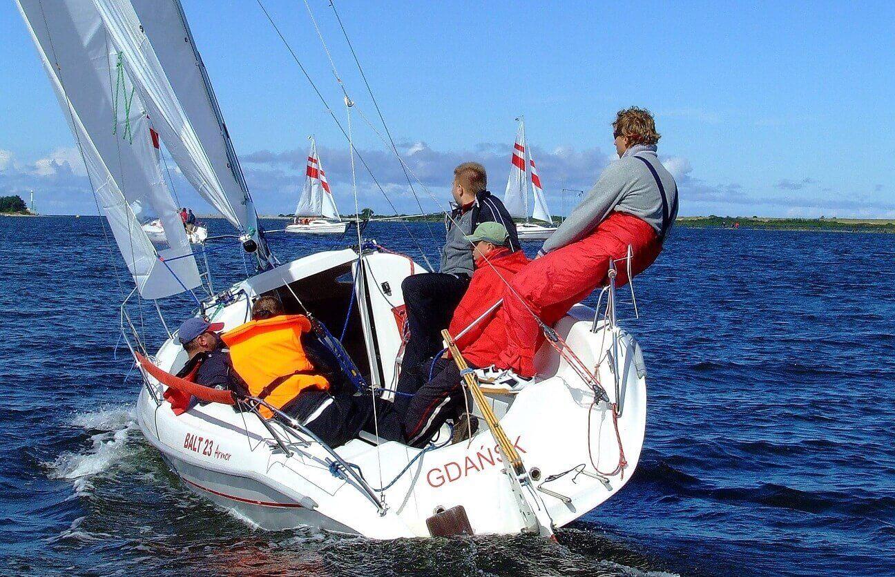 Naucz się żeglować na Jeziorach Mazurskich