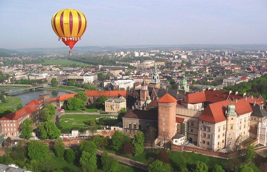 Lot balonem nad Wawelem i centrum Krakowa