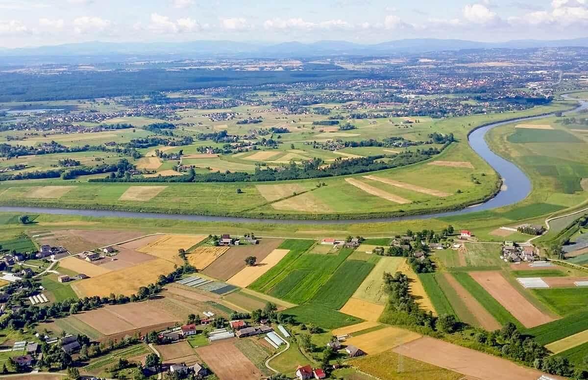 Widokowy lot samolotem na okolicami Krakowa i brzegiem Wisły