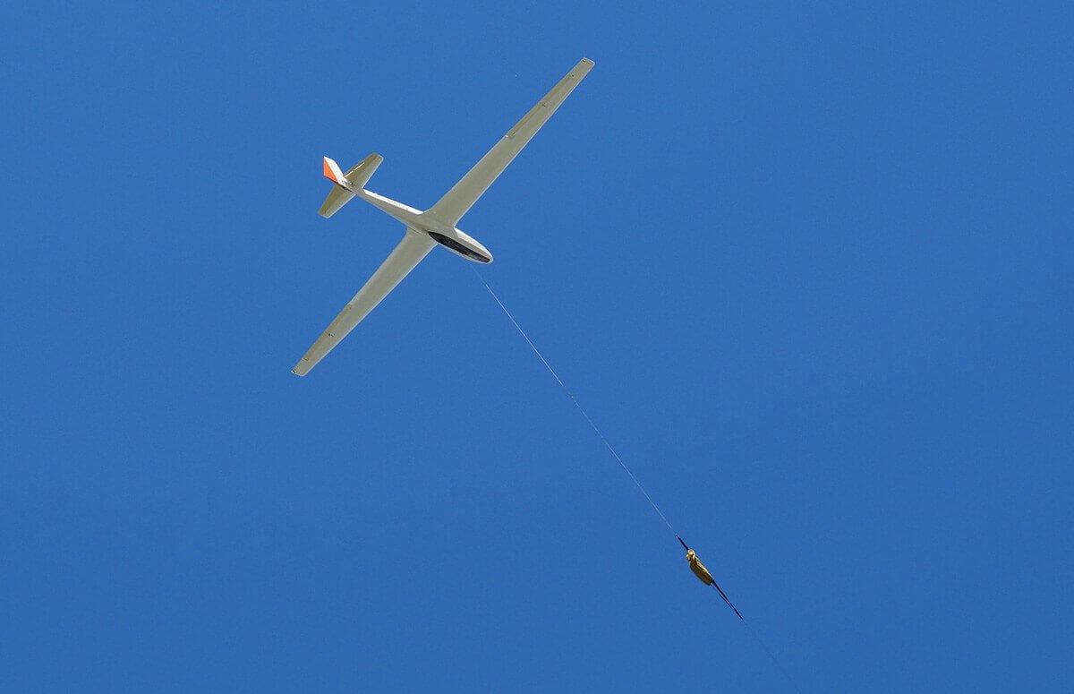 Lot w szybowcu - start za samolotem
