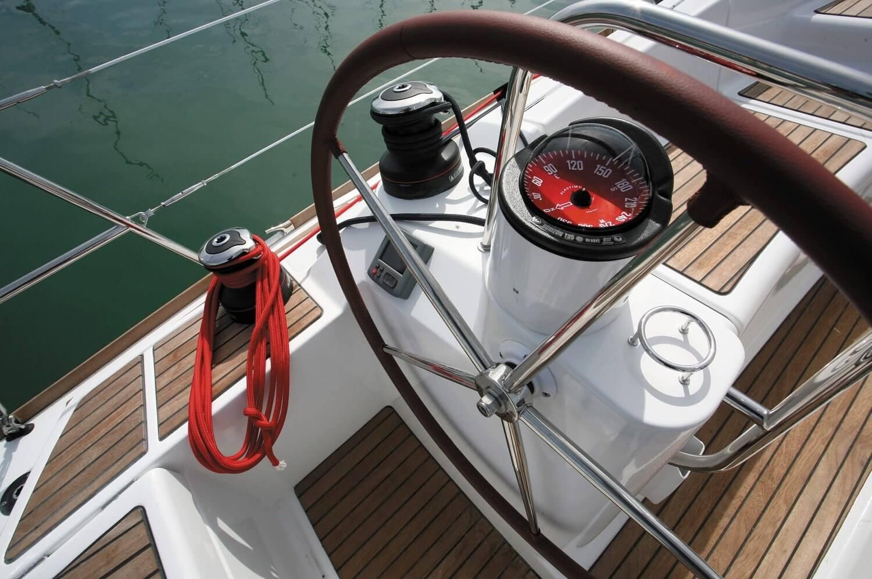 Rejs po morzu luksusowym jachtem