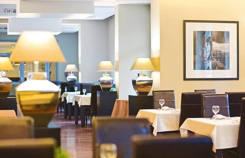 Restauracja hotelowa w Dworze Elizy w Kotlinie Kłodzkiej