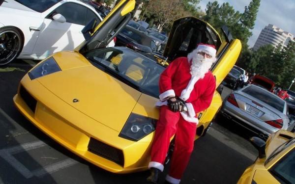 Mikołaj w Lamborghini