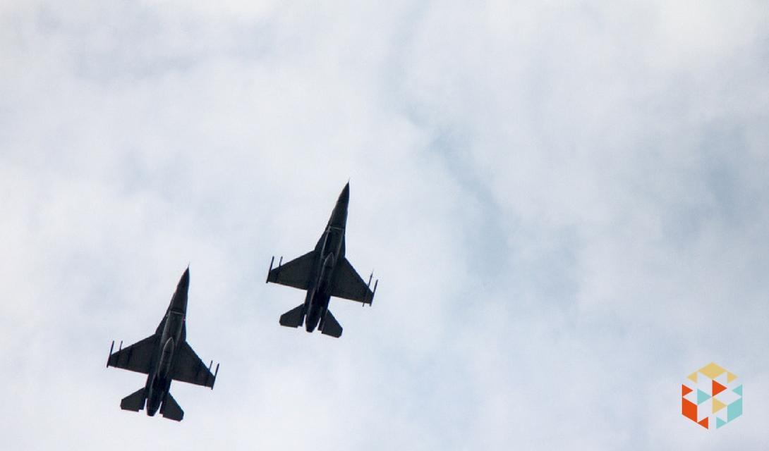 pokaz lotniczy - myśliwce f16