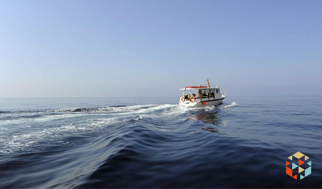 Rejs po Odrze łodzią motorową dla grupy przyjaciół w prezencie.