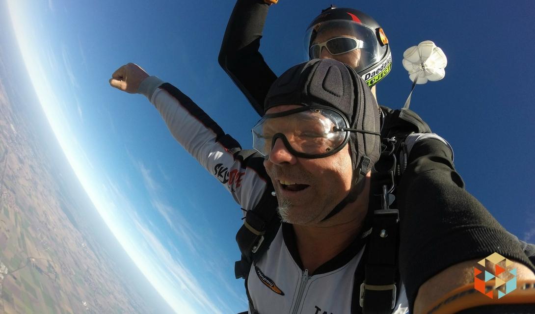 Skok ze spadochronem w prezencie