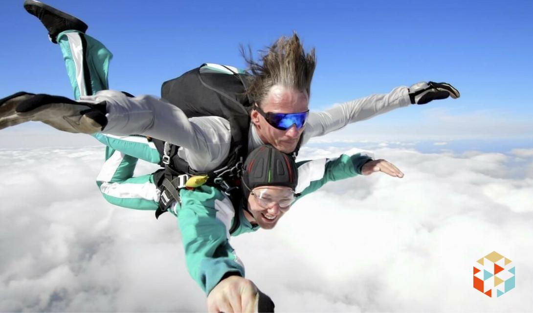 skok ze spadochronem na walentynki