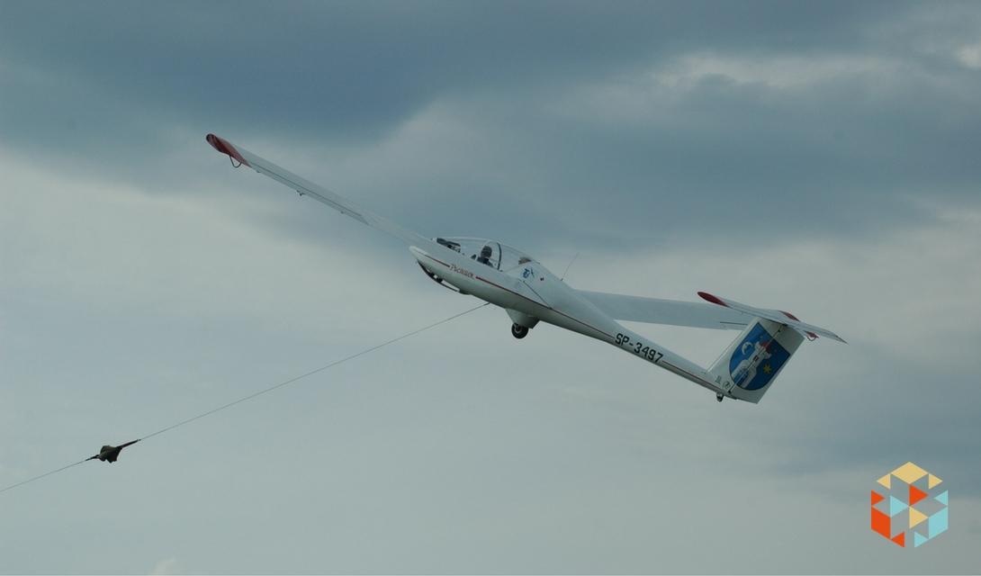 lot szybowca za wyciągarką