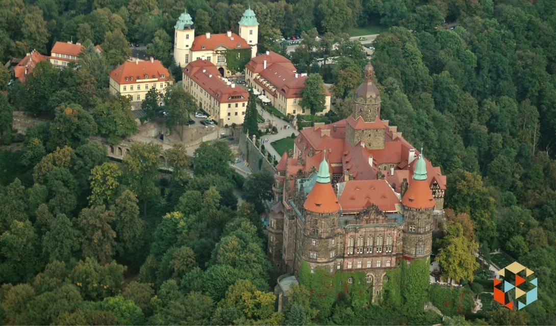 Zamek Ksiaż widok z lotu ptaka podczas lotu szybowcem