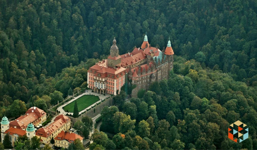 Zamek Książ widziany z szybowca