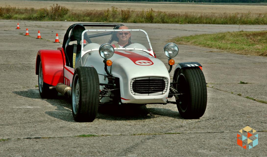 GKD Lotus Super 7 na torze wyścigowym w Nowym Mieście nad Pilicą