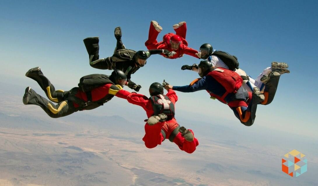 Pomysł na oryginalny kawalerski - skok ze spadochronem
