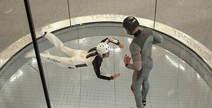 Tunel aerodynamiczny - osoba latająca oraz instruktor