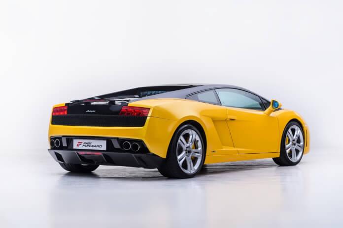 Żółte sportowe Lamborghini