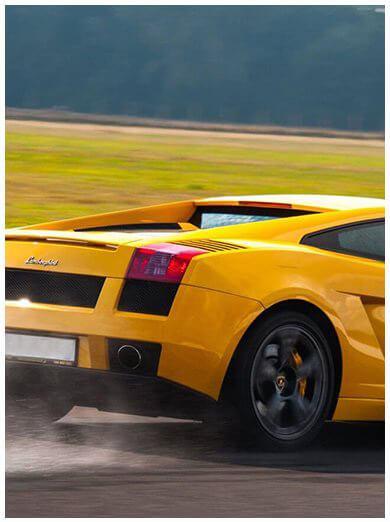 Samochody sportowe - jazda za kierownicą kultowych aut