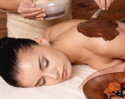 masaż czekoladowy w prezencie dla kobiety