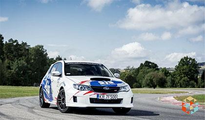 Jazda rajdowym Subaru na torze