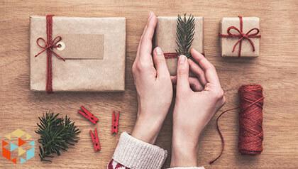 Przygotowywaniei opakowywanie  prezentów świątecznych własnoręcznie