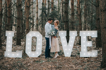 Trendy ślubne - podświetlane litery