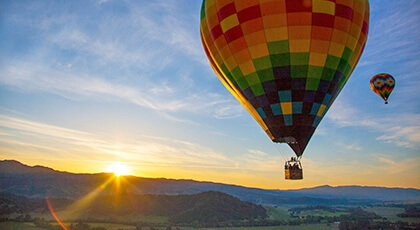 Podróż poślubna - lot balonem w górach